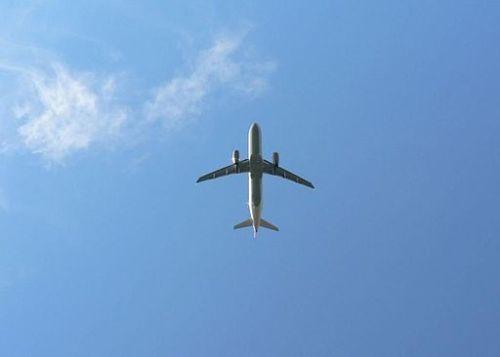 Airplane_on_sky