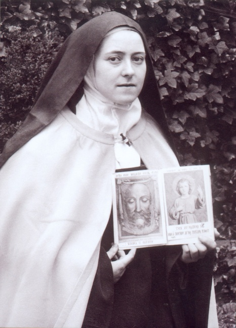 Therese-with-holy-pictures-1897.jpg